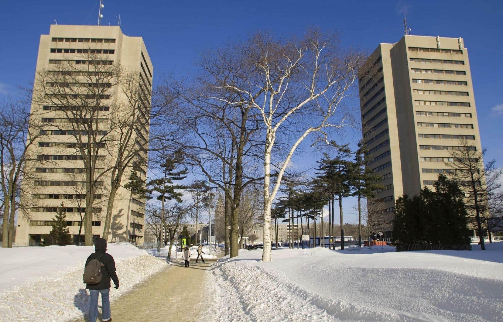 L'Université Laval compte actuellement 1454 professeurs, ce qui signifie que 13,5% d'entre eux reçoivent ces primes.