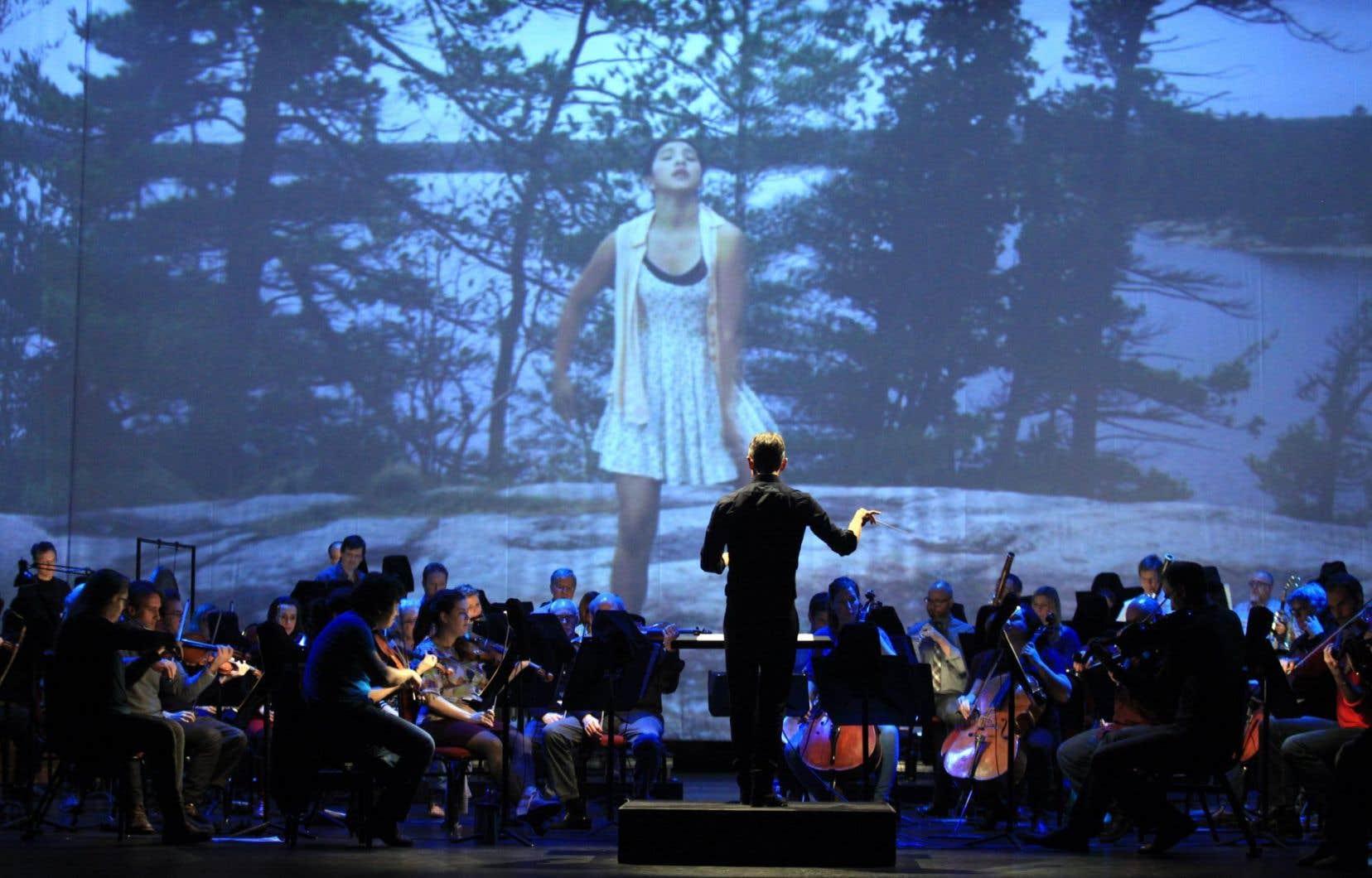Le directeur musical de l'orchestre du Centre national des arts, Alexander Shelley, en répétition d'«I Lost My Talk», le 12 janvier.