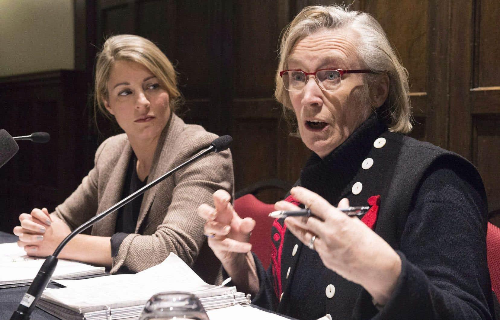 Les ministres du Patrimoine, Mélanie Joly, et des Affaires autochtones, Carolyn Bennett, étaient de passage à Québec jeudi dans le cadre d'une consultation sur les femmes autochtones.