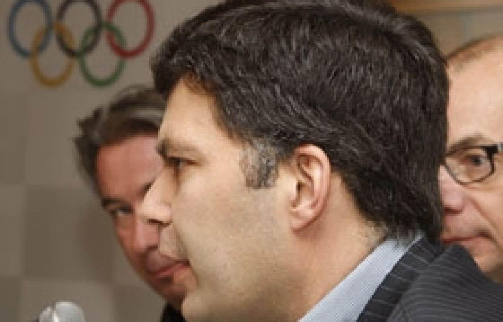 Mario Dumont avec Robert Montour (TQS) et André Provencher (La Presse Télé)