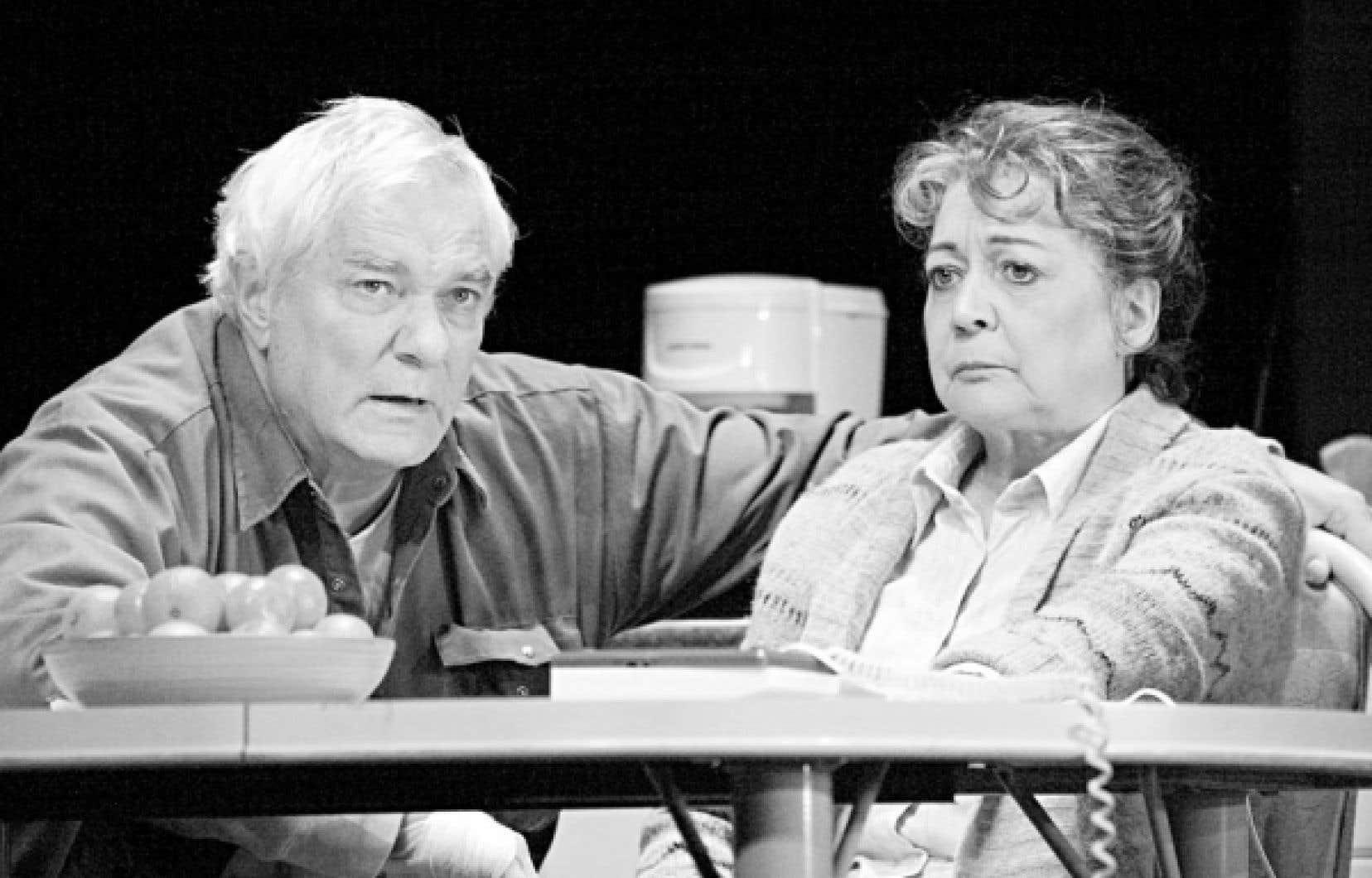Sans être polémique, l'histoire d'Henri (Michel Dumont) et Anne-Marie Simard (Pauline Martin) touche à de nombreuses questions sociales d'actualité.