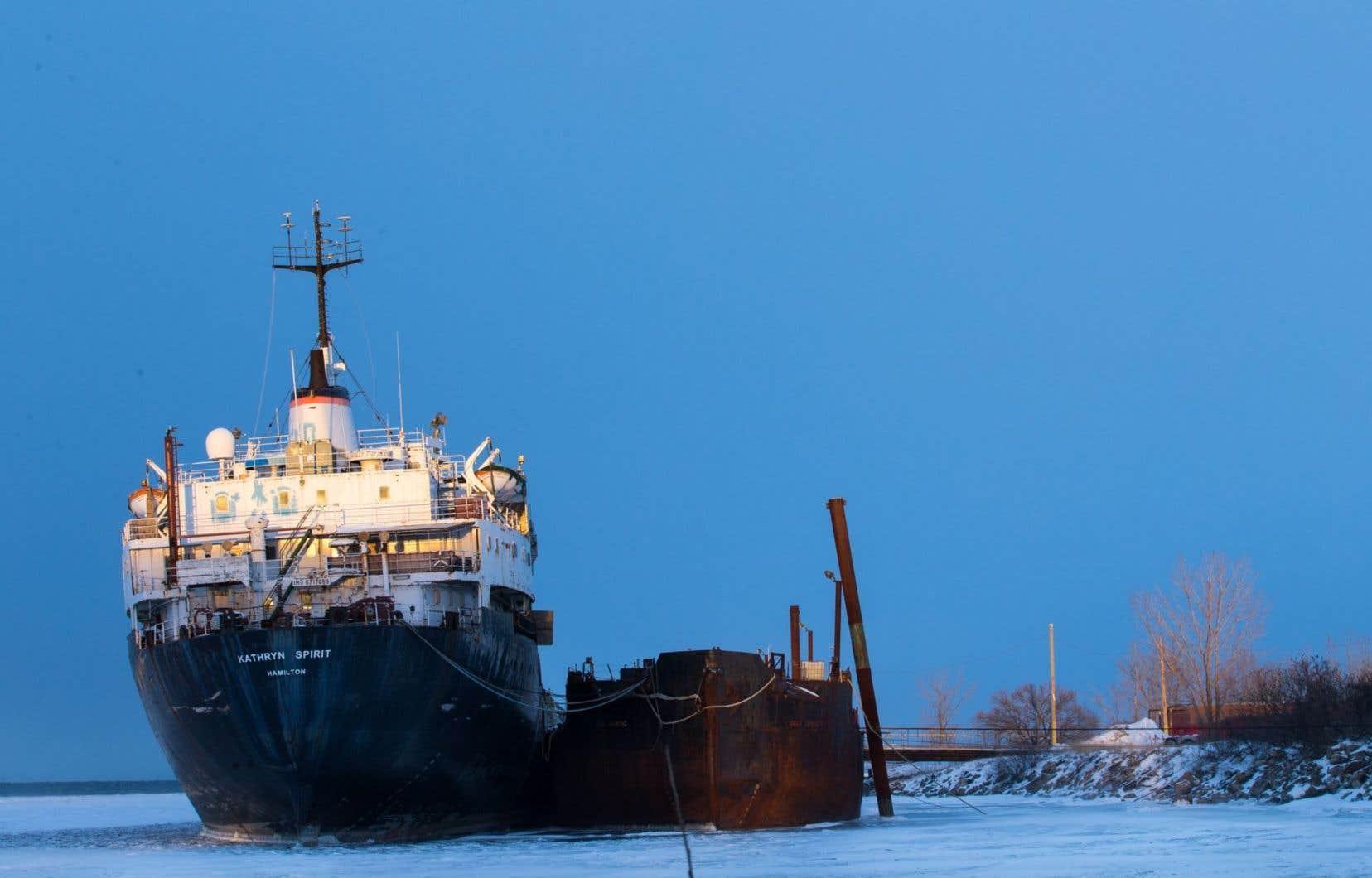 Construit en 1967, le Kathryn Spirit, d'une longueur de 150 mètres, était utilisé pour le transport de marchandises.