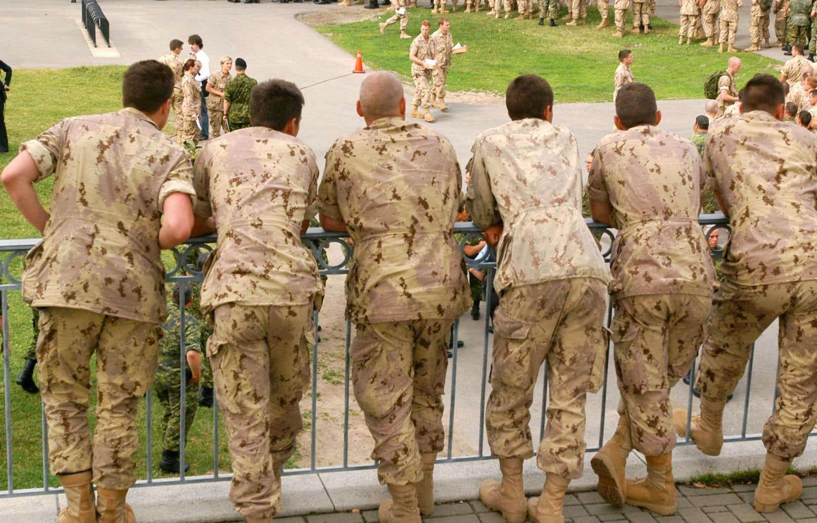 L'armée a présenté son premier rapport d'étape lundi pour détailler ses progrès quant à l'élimination des comportements sexuels inappropriés dans ses rangs.