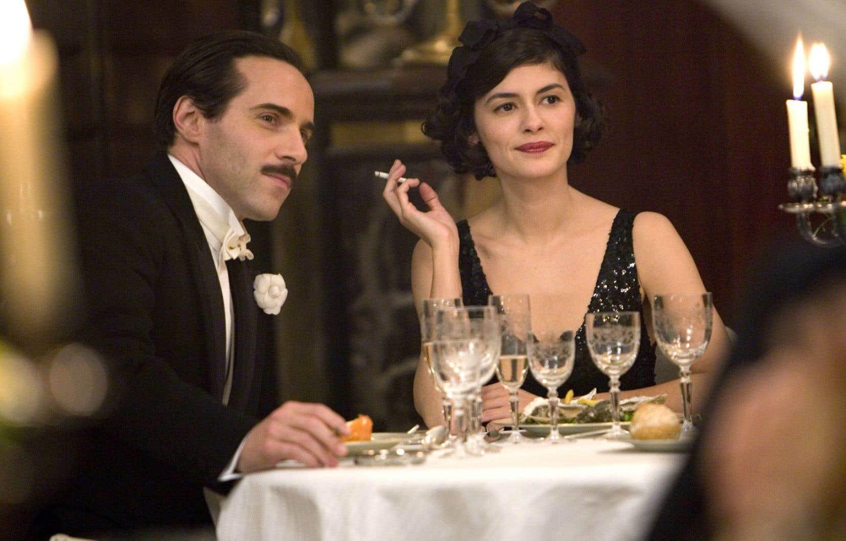 «Coco avant Chanel», dans lequel le personnage principal interprété par Audrey Tautou a presque toujours une cigarette à la main, est un film dont l'affiche a été jugée litigieuse par le service de transport de la RATP en France, en 2009.
