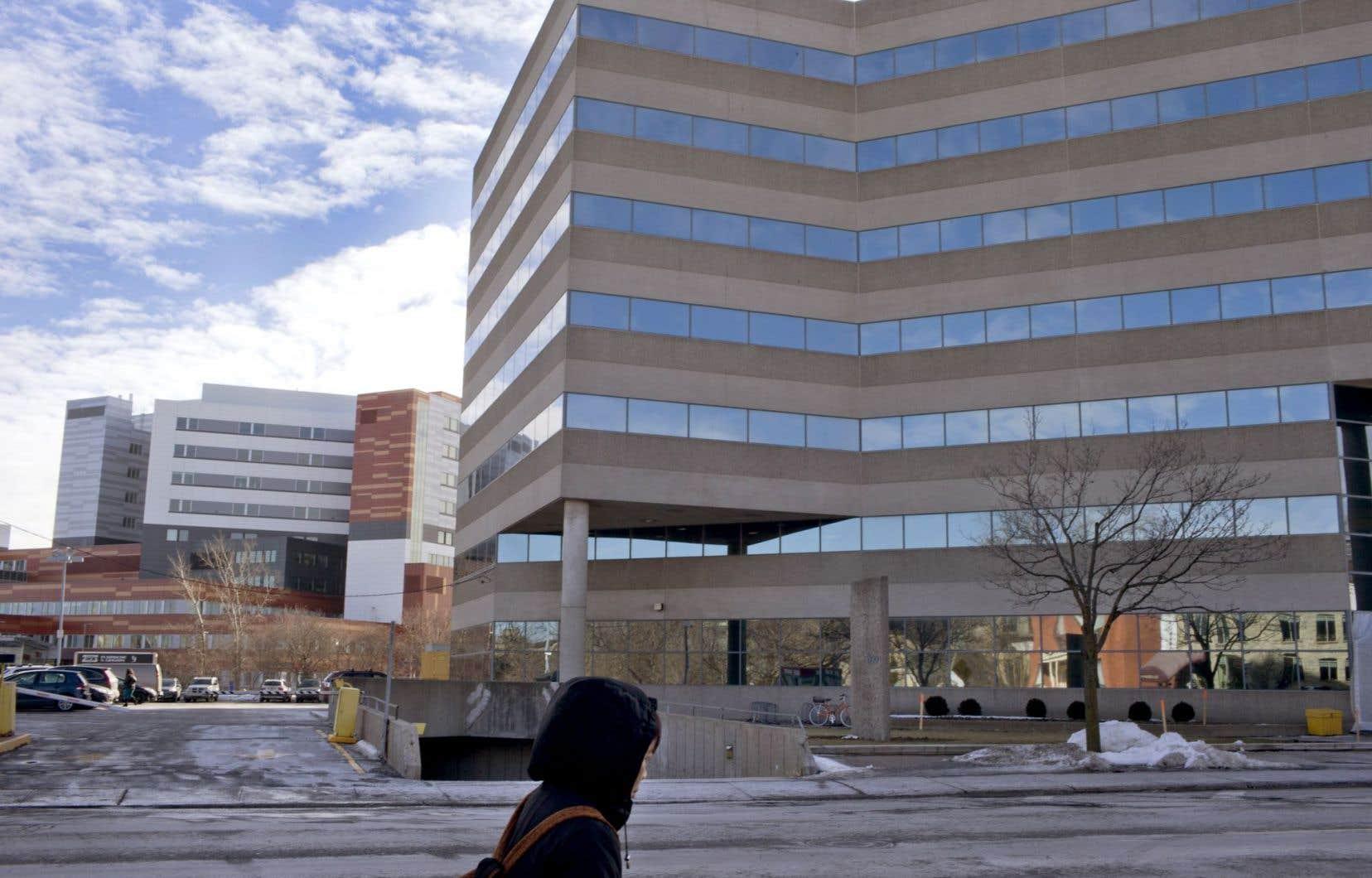 L'immeuble de bureaux a été acheté en 2008 par la Fondation de l'hôpital Royal Victoria pour la somme de 43millions de dollars.