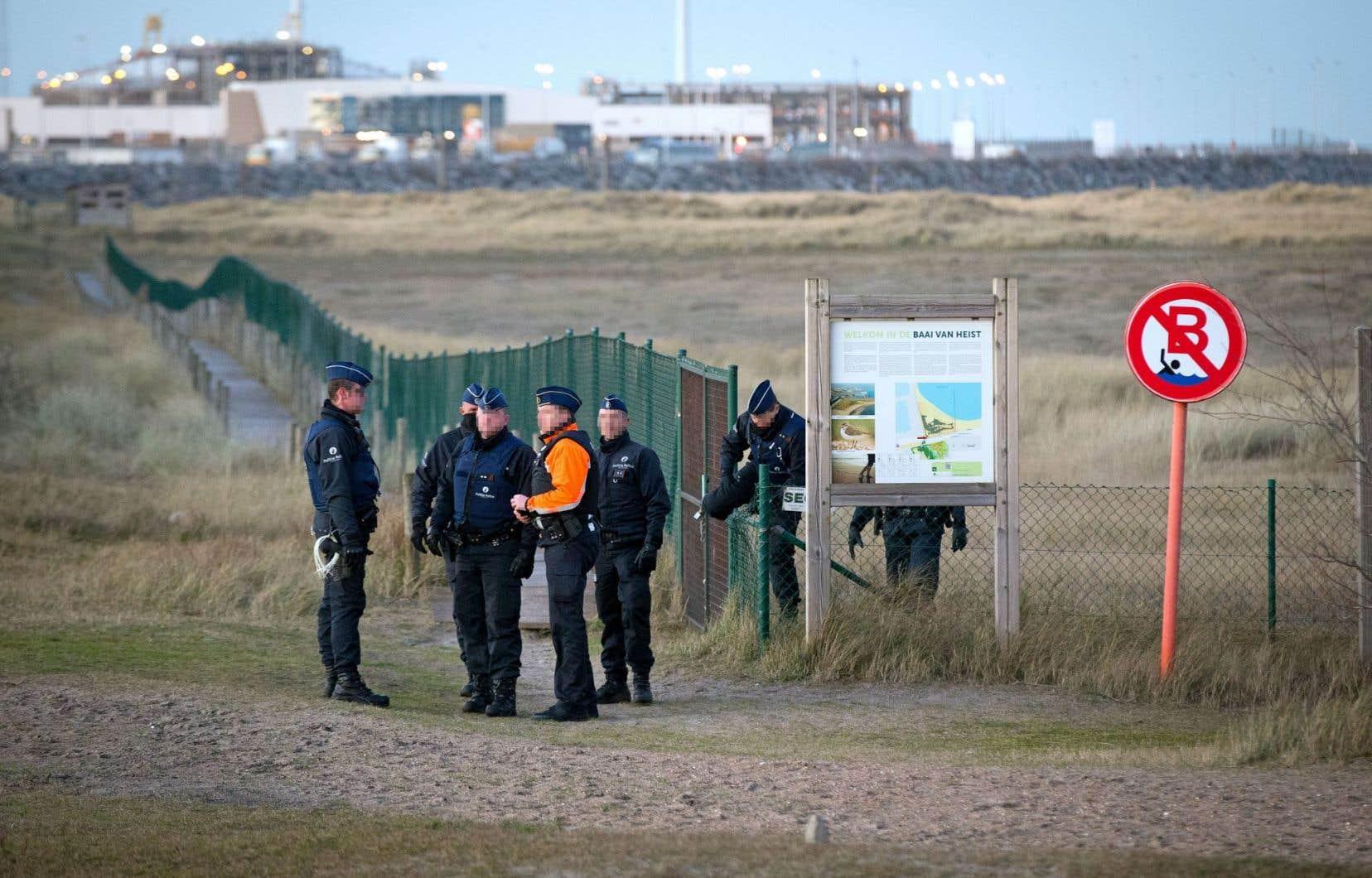 Des policiers patrouillent régulièrement sur les côtes de la région de Zeebruges.
