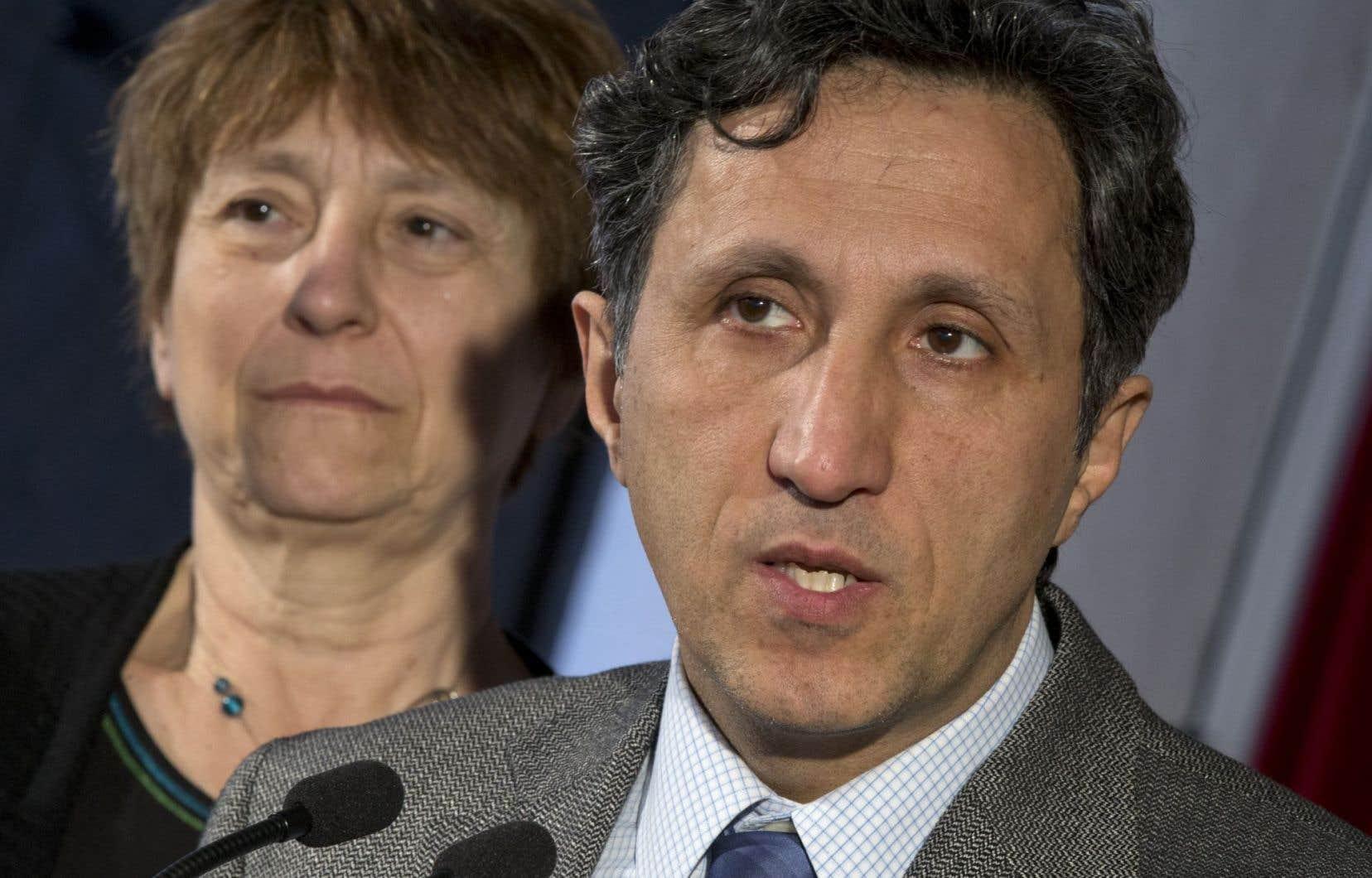 Amir Khadir est scandalisé par le fait que la pratique du contrat de gré à gré a encore cours, dans le Québec d'après la Commission Charbonneau, après qu'elle eut été dénoncée de toutes parts.