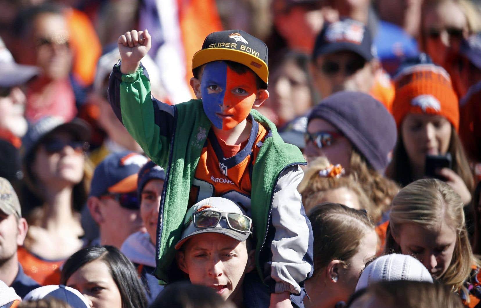 Des milliers de personnes se sont massées dans les rues de Denver pour célébrer le championnat des Broncos.