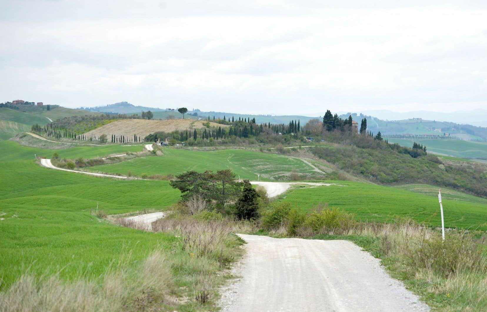 Un paysage de la région toscane Crete Senesi, en Italie.