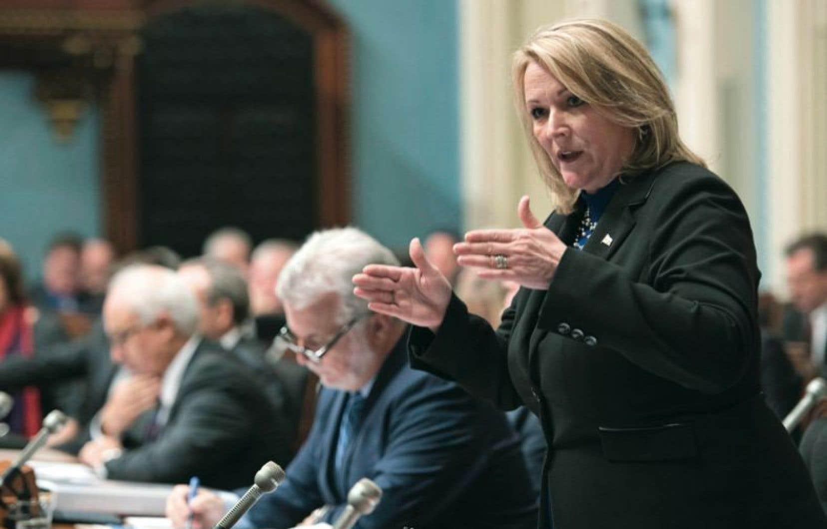 La vice-première ministre Lise Thériault a affirmé qu'il est «archifaux de dire que le gouvernement a arrêté des travaux ou qu'on a mis sur la tablette des rapports».
