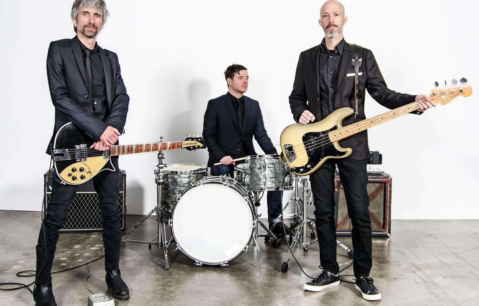 «Mais Les Chiens, ça peut pas mourir, c'est mon groupe de base», reconnaît Éric Goulet (à gauche sur la photo), qui joue de la musique avec Marc Chartrain et Nicolas Jouannaut depuis de nombreuses années.