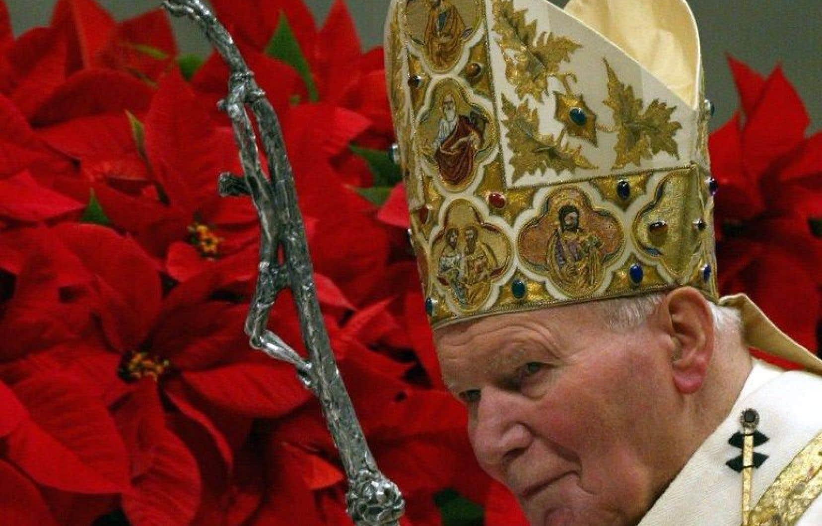 Jean-Paul II à la messe de Noël du Vatican, le 24 décembre 2001