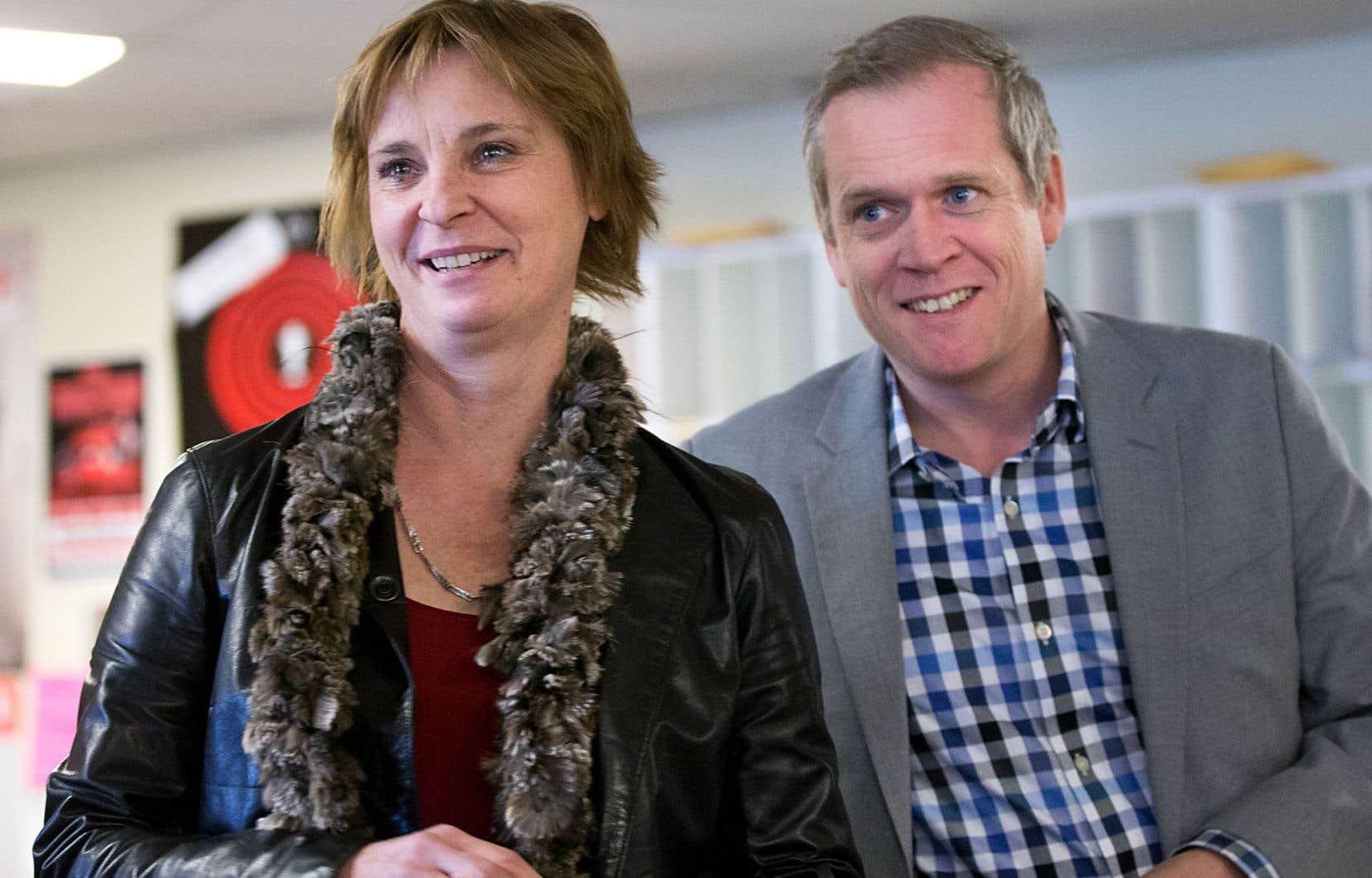 Luce Julien en compagnie du directeur du «Devoir», Brian Myles