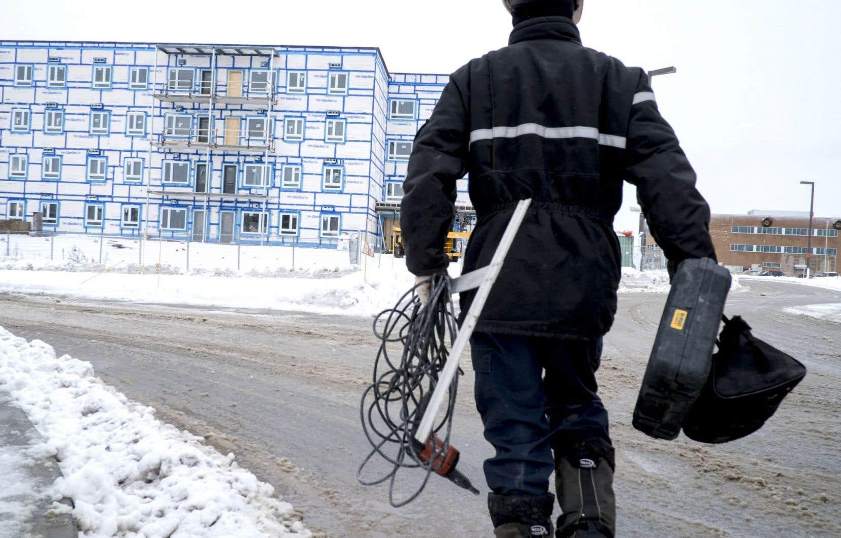Le chantier du Domaine des Méandres, à Québec, en 2012. AccèsLogis finance la construction des logements sociaux qui sont ensuite gérés par des organismes à but non lucratif ou des coopératives.