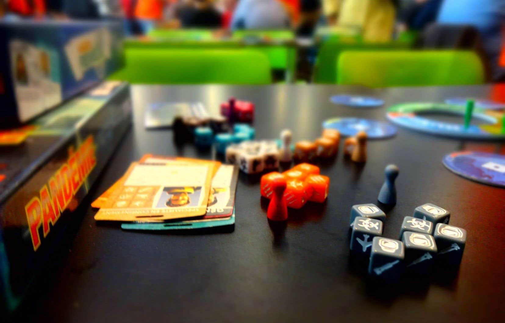 Le jeu Pandémie, dont on voit ici la variante Le remède, récompense la coopération entre joueurs. C'est l'un des plus populaires sur le marché.