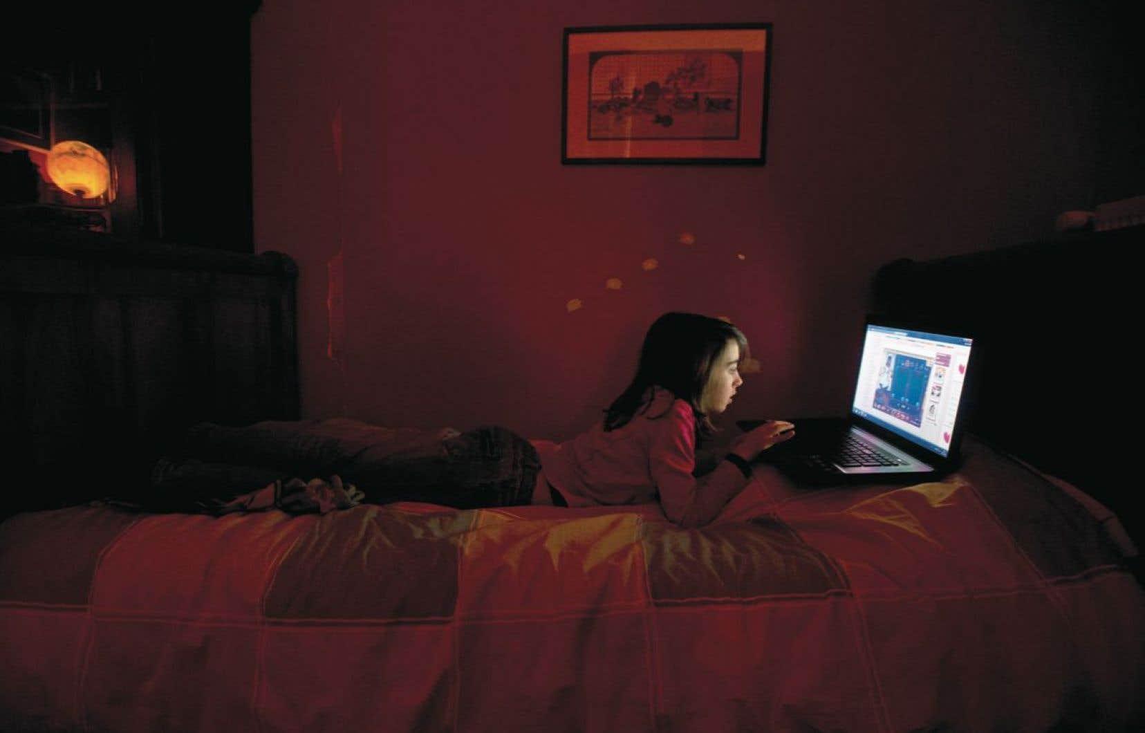 Les adolescents organisent leur chambre à coucher comme un repaire; ils y mangent, travaillent, étudient, jouent et parlent avec leurs amis. La chambre sert à bien d'autres choses qu'à dormir.