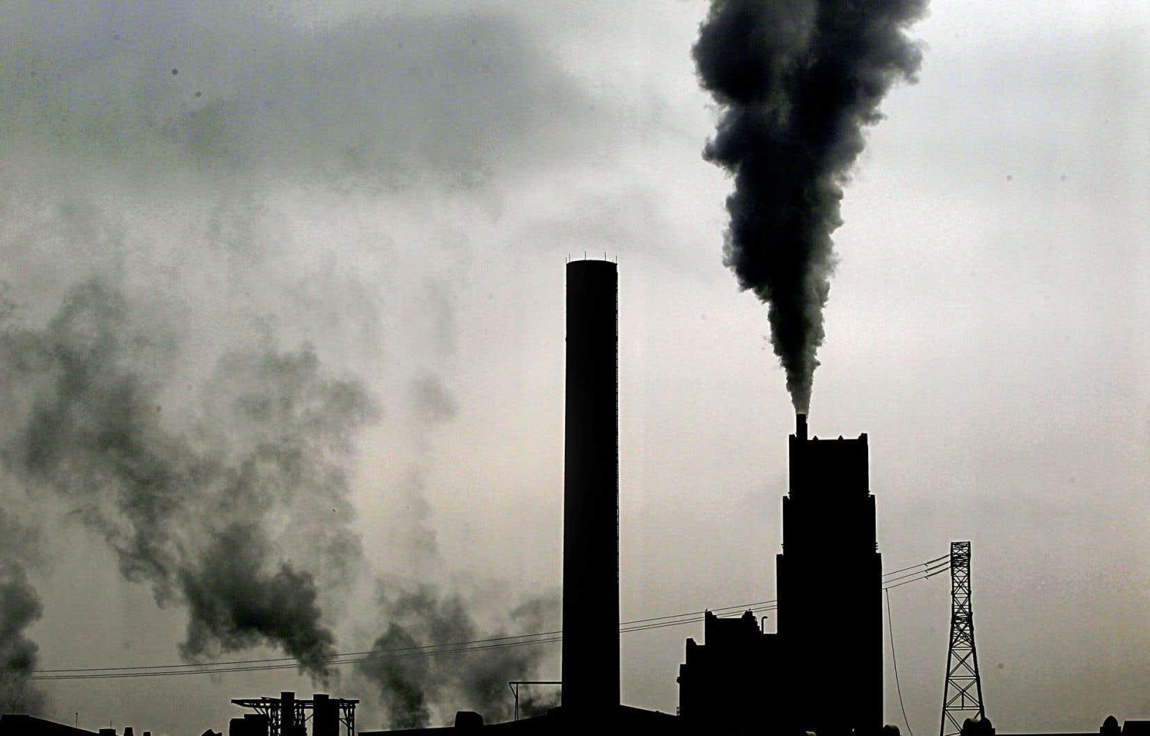 La coalition Intelliprospérité demandera au gouvernement Trudeau de réévaluer la cible de réduction des GES établie par les conservateurs et d'imposer un prix sur le carbone.