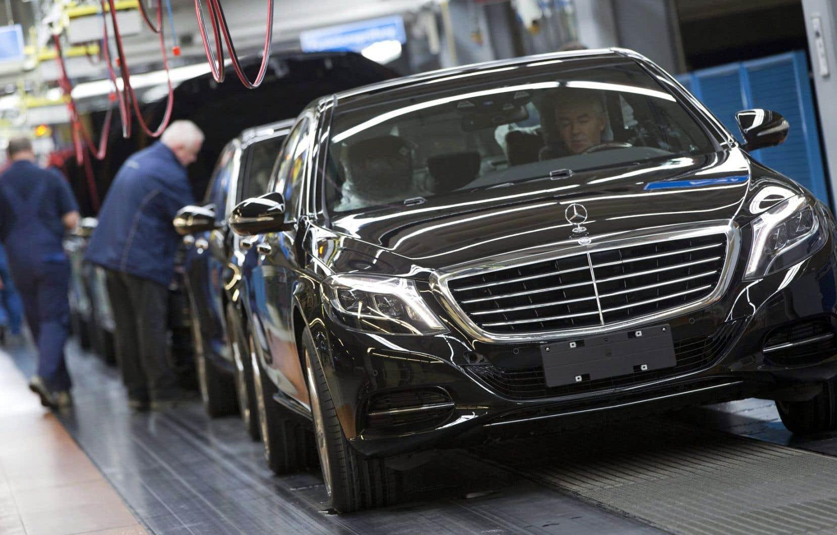 Répétant que cette plainte est «infondée», une porte-parole du constructeur automobile allemand a indiqué lundi que Mercedes-Benz allait se défendre «par tous les moyens légaux possibles».