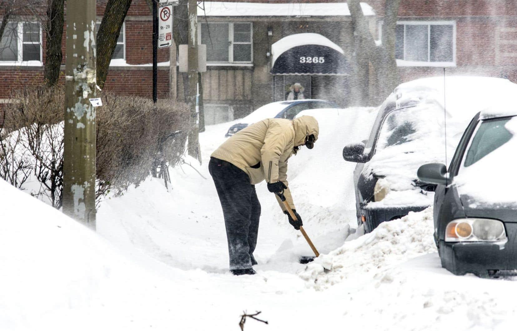 D'importantes chutes de neige seront dues à une tempête qui remonte la côte est américaine.