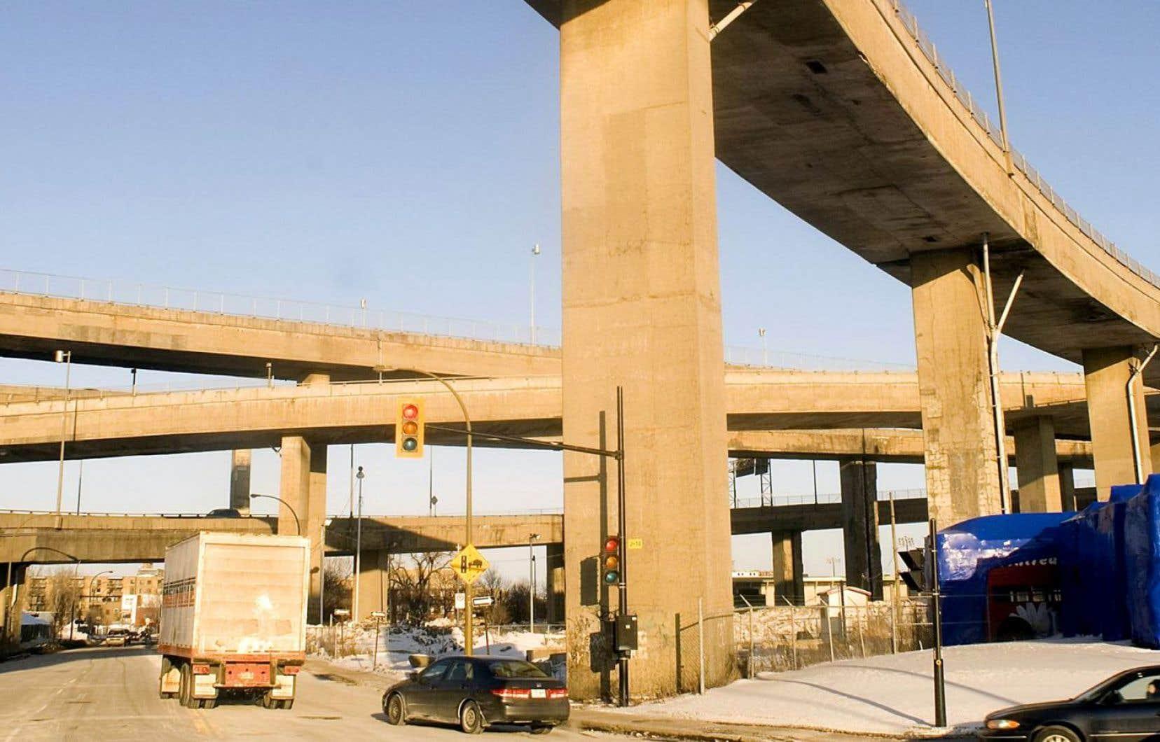 D'après le ministre des Transports, Jacques Daoust, les travaux de construction vont bon train pour ce qui est de l'échangeur Turcot.