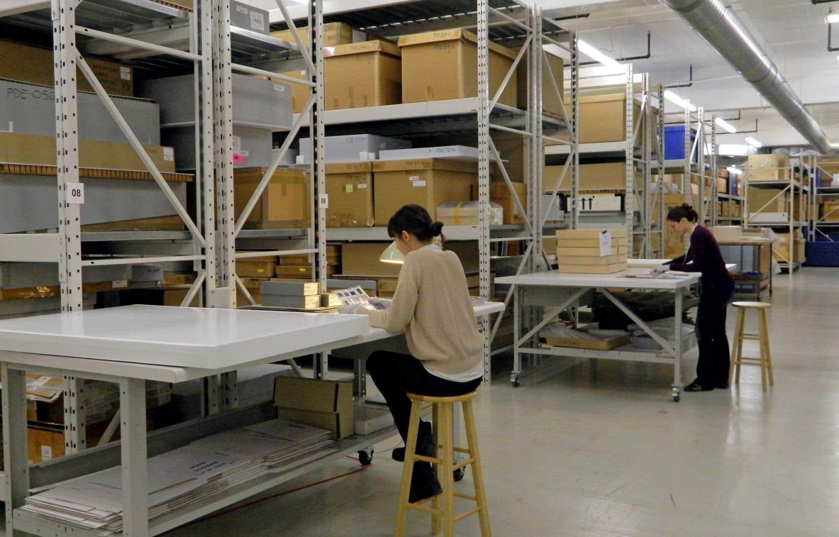 Réserve du Centre canadien d'architecture au Centre des collections muséales de Montréal. L'espace accueille archivistes et chercheurs.