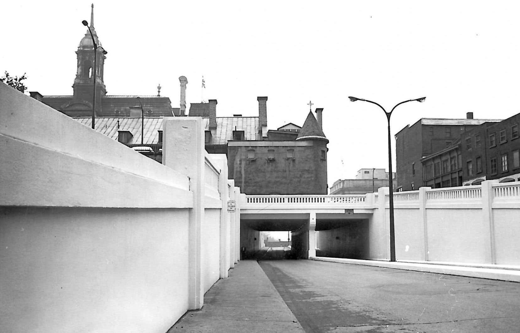 Photographie du tunnel avant qu'il soit fermé et où plus de 30000 objets seront exposés.