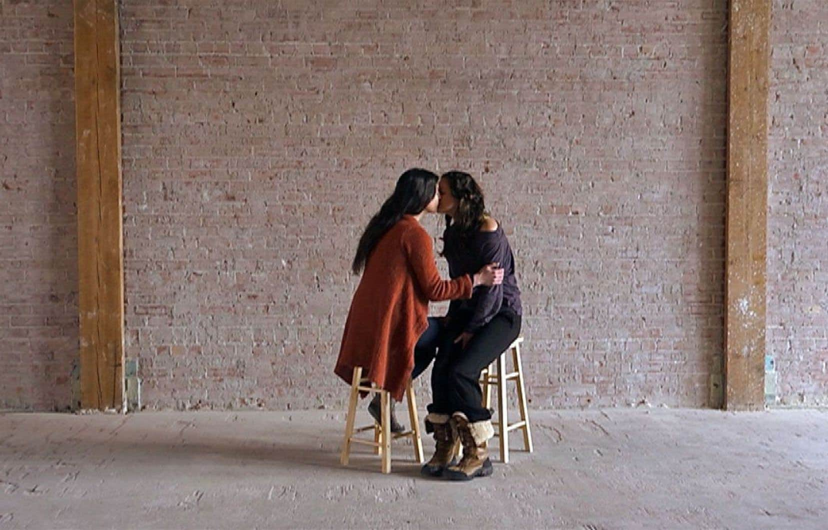 L'installation vidéo «La prière», de Josiane Roberge, est sans doute une des plus emblématiques de l'exposition.