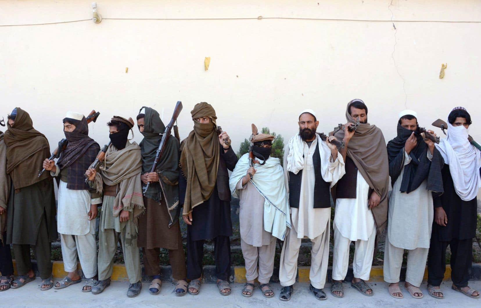 Des talibans ont accepté de rendre leurs armes en vertu d'un programme dirigé par Kaboul.