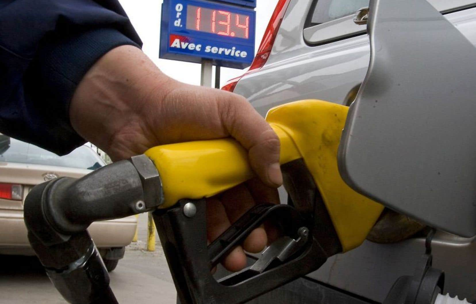 Le prix de l'essence à la pompe a diminué en 2015