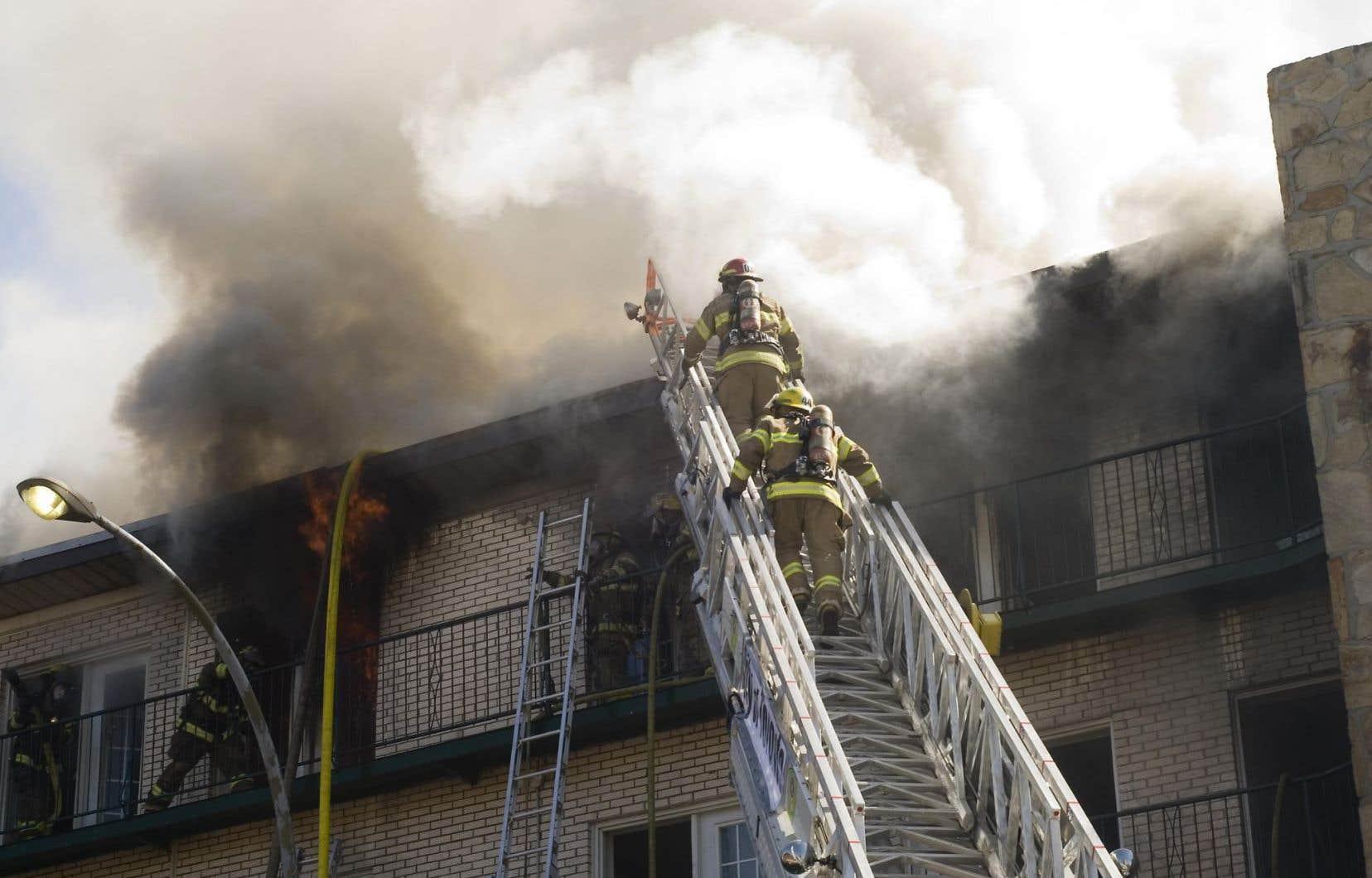 Le Syndicat des pompiers et pompières du Québec a dénoncé la méthode employée pour annoncer la fermeture aux employés du Service de sécurité incendie.