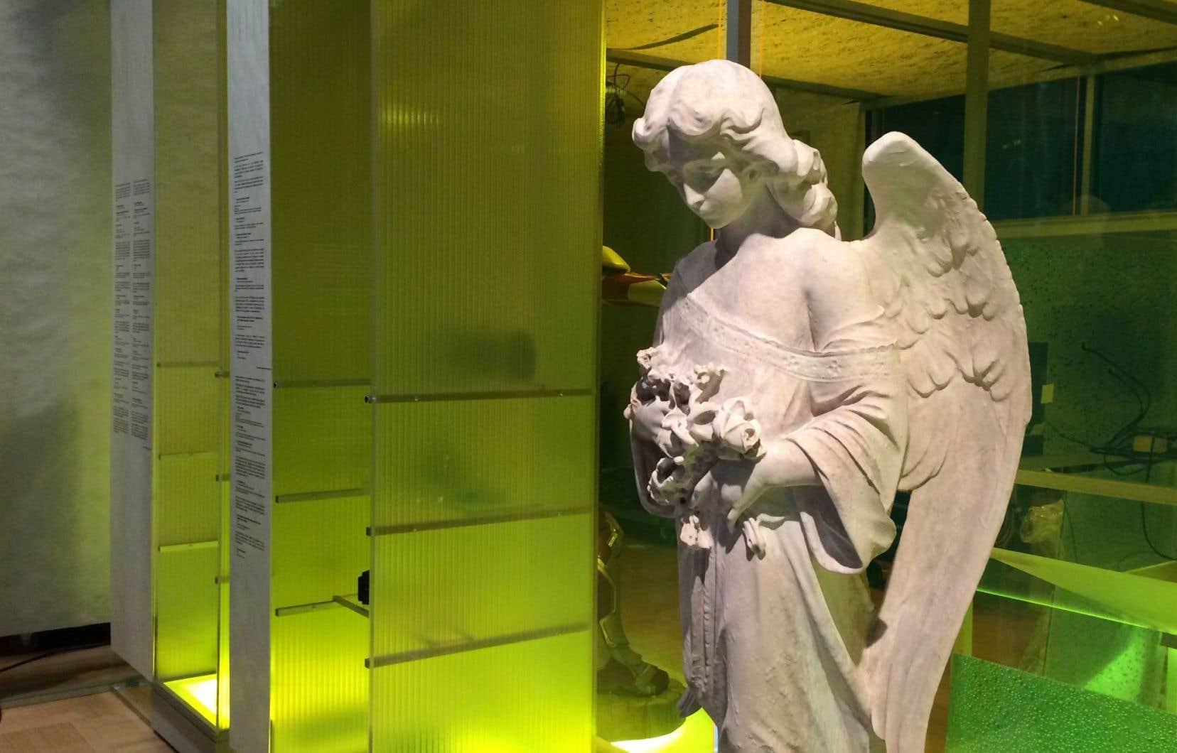 D'abord noirci et abîmé, ce monument funéraire du cimetière Saint-Patrick de Québec a été restauré grâce à de la nanochaux.