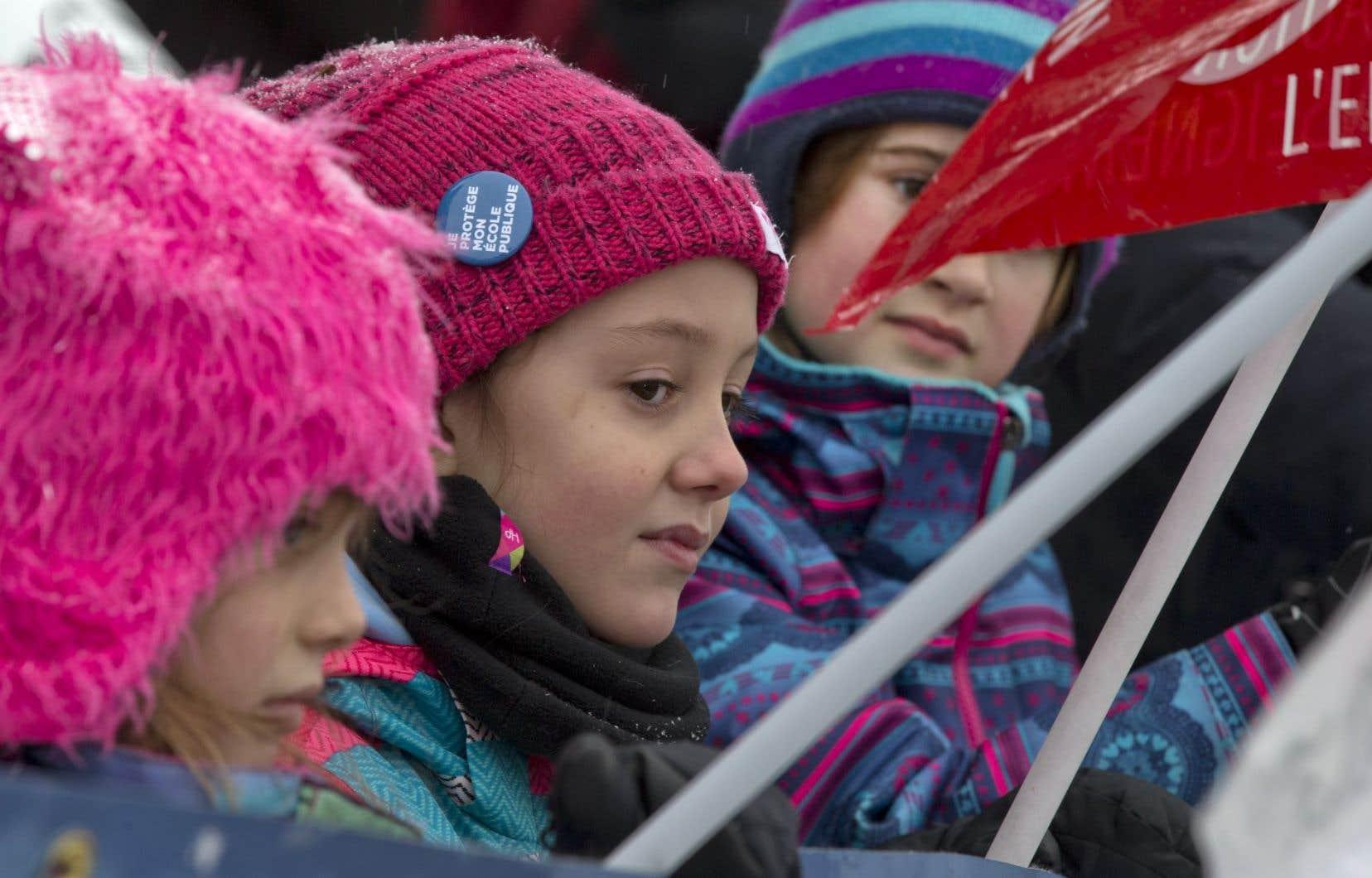 Plusieurs enfants ont participé à une manifestation organisée par la Fédération autonome de l'enseignement à la fin du mois de janvier.