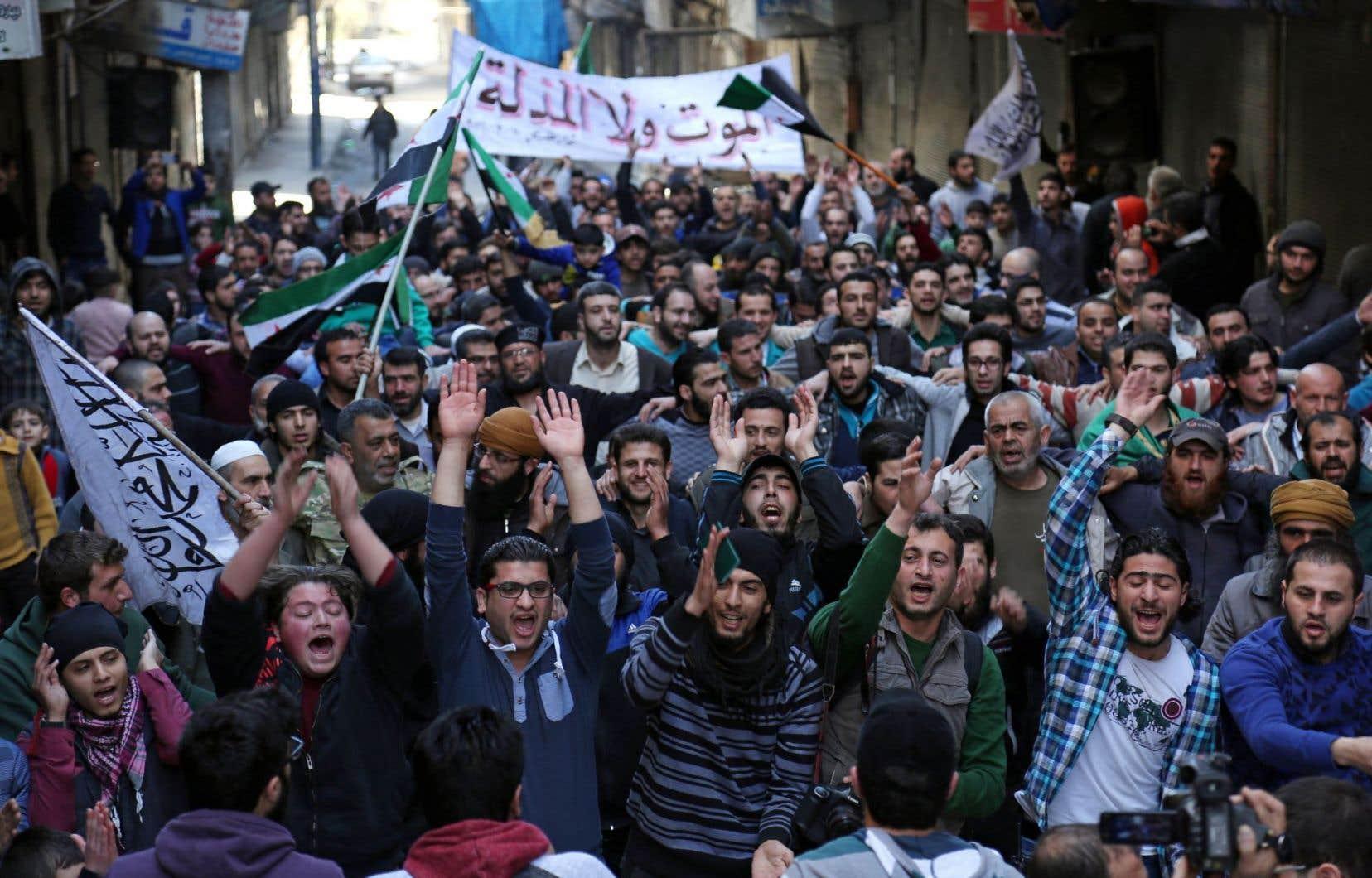 Des citoyens syriens reprennent la rue pour dénoncer le régime de Damas à la faveur du cessez-le-feu.