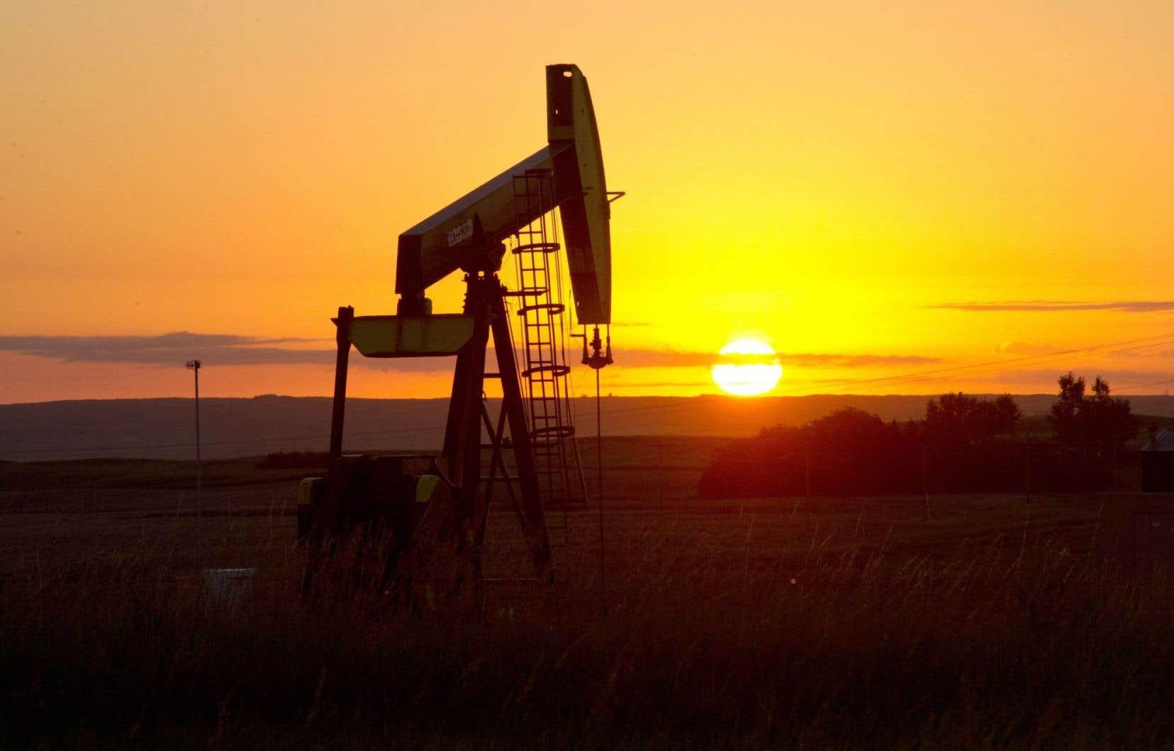 Les États-Unis produisent de grandes quantités de pétrole de schiste, notamment par l'entremise du gisement de Bakken, au Dakota du Nord.