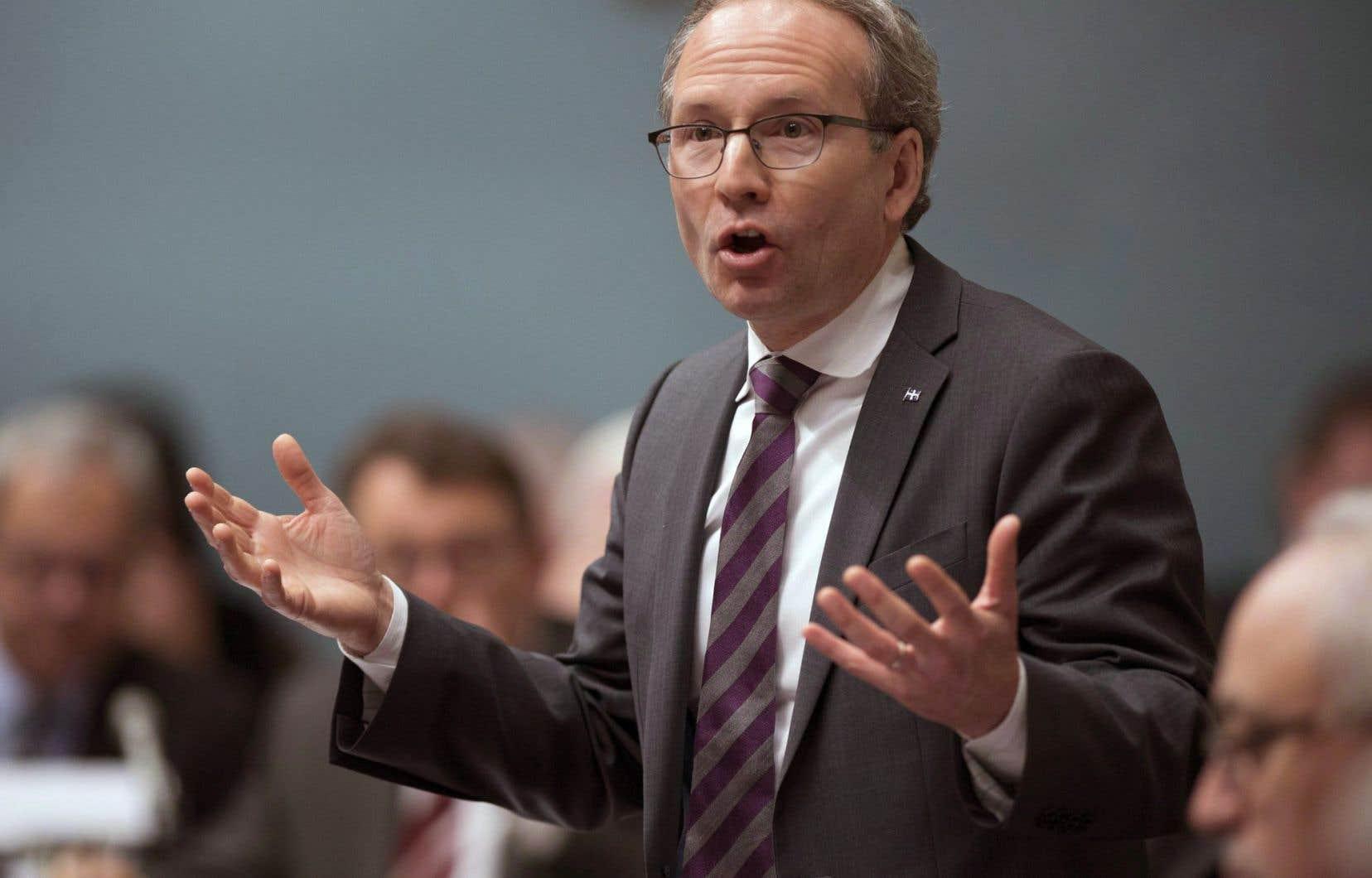 Le ministre de la Sécurité publique, Martin Coiteux, est décidé à voir le projet de Loi sur l'immatriculation des armes à feu adopté.