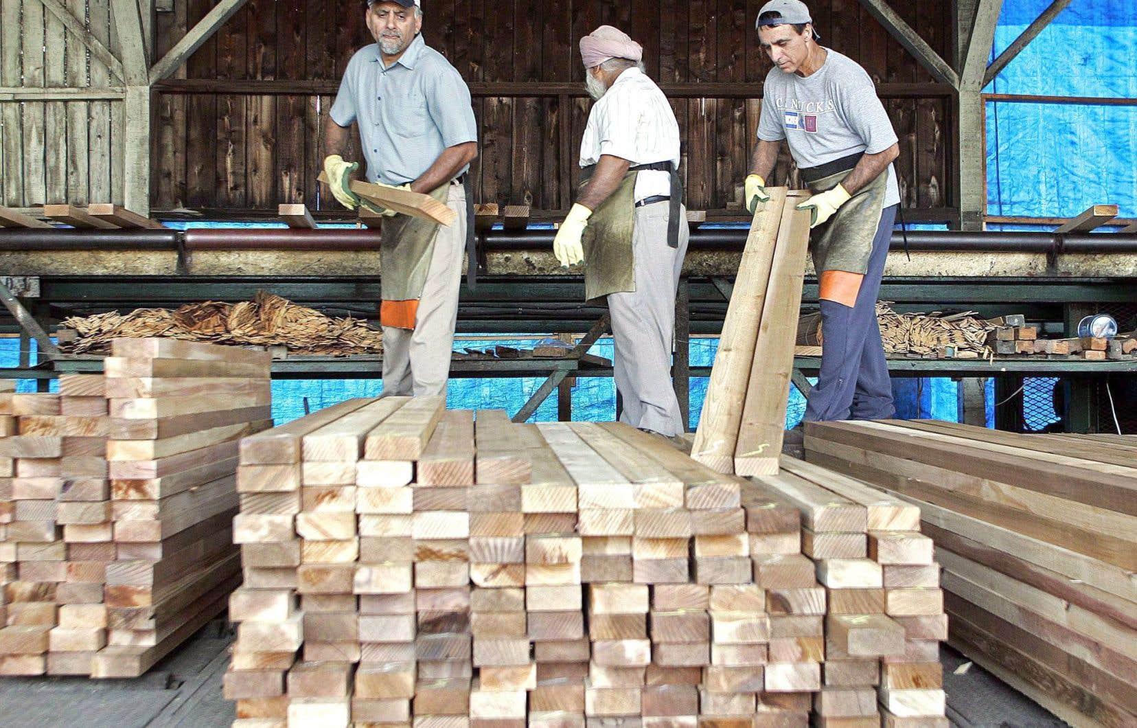 Les autorités américaines ne peuvent imposer de tarifs douaniers sur les produits canadiens du bois d'oeuvre jusqu'en octobre prochain.