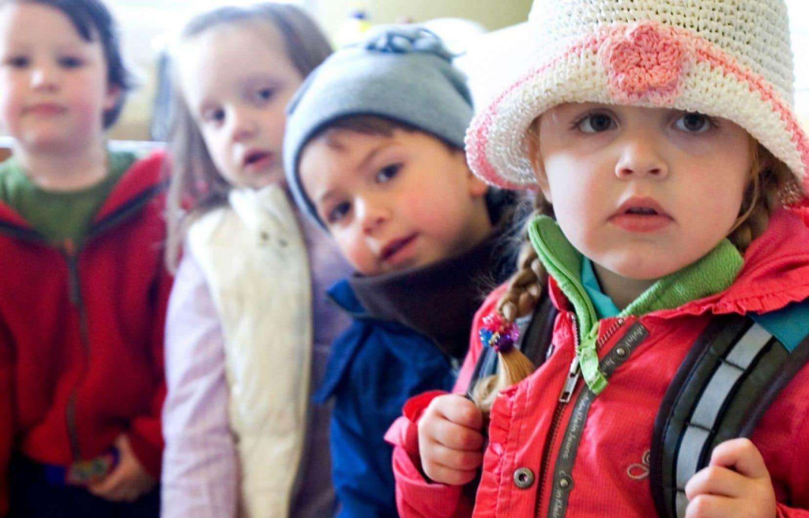 Les partis de l'opposition ont appelé le ministre des Finances à réinvestir dans les centres de la petite enfance (CPE) dans le budget qui sera déposé ce jeudi à Québec.
