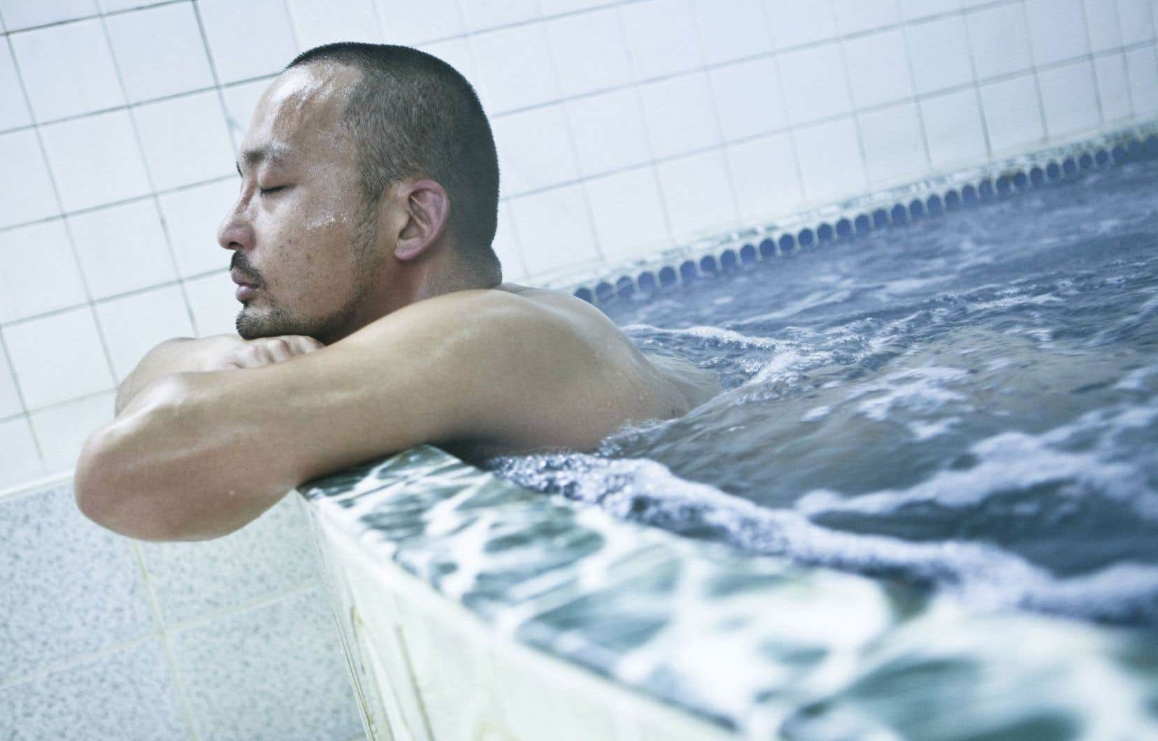 Le rapport de l'INSPQ indique qu'en 2013-2014, 144 personnes ont été affectées par une maladie contractée au contact ou lors d'ingestion d'eau ou de l'inhalation de vapeur d'eau.