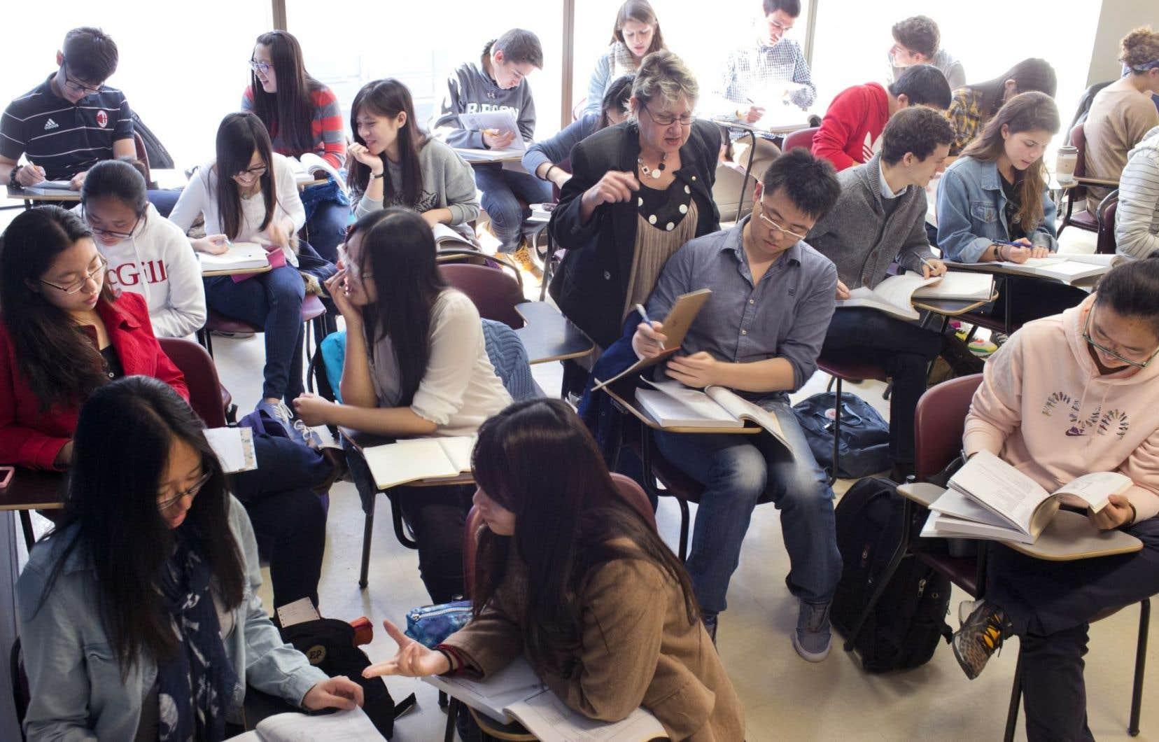 L'Union étudiante du Québec (UEQ) s'est dite «indignée» du «faible réinvestissement» de 47millions dans le réseau universitaire.