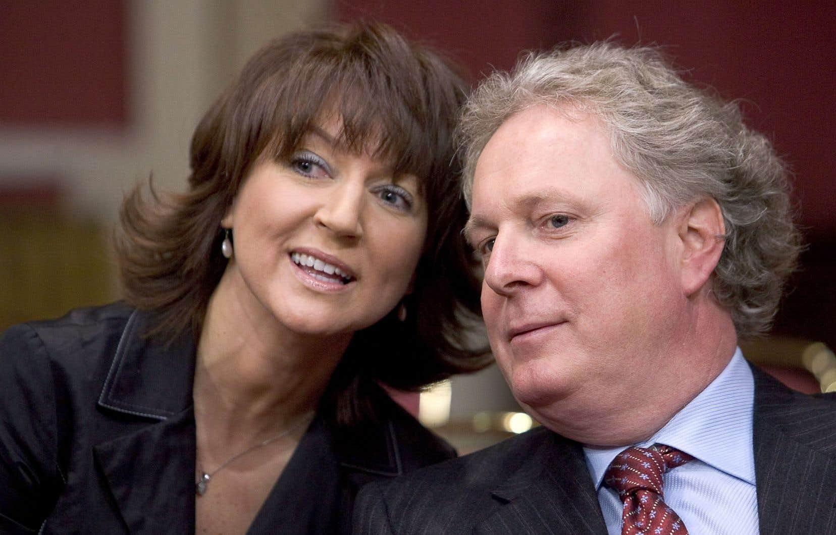 L'ancien premier ministre Jean Charest, qui avait nommé Nathalie Normandeau au poste de ministre, est présentement à l'extérieur du pays. Il ne fera «aucun commentaire», a indiqué l'un de ses collaborateurs au bureau d'avocats McCarthy Tétrault, Grégory Larroque.