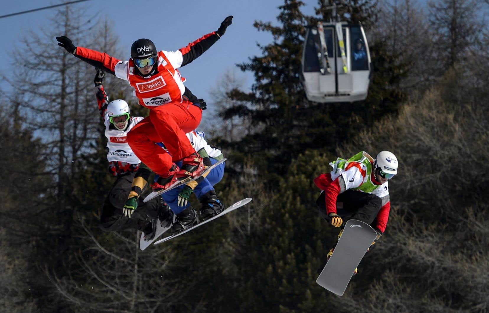 Kevin Hill, Stian Sivertzen et Lucas Eguibar à Veysonnaz, en Suisse, le 14 mars dernier