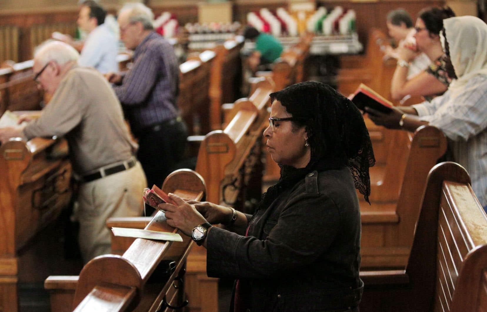 Entre1957 et2000, le taux de fidèles allant à la messe le dimanche est tombé de 88% à 20%. Chez les jeunes, le phénomène est plus accentué encore: parmi les 18 à 34ans, en 2000, il y avait 5% de pratiquants seulement.