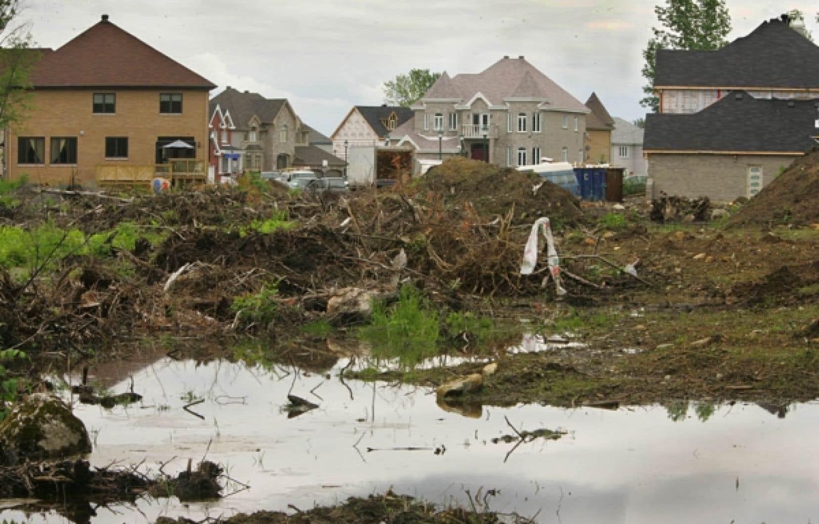 On empiète sur les milieux humidespourfairedu développement domiciliaire.