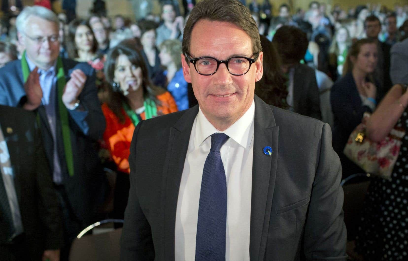 Une coalition de centre gauche formée du Parti québécois (PQ) et de Québec solidaire (QS) serait première dans les intentions de vote avec 38 % d'appuis, devant les libéraux (35 %) et la Coalition avenir Québec (CAQ, 21 %).