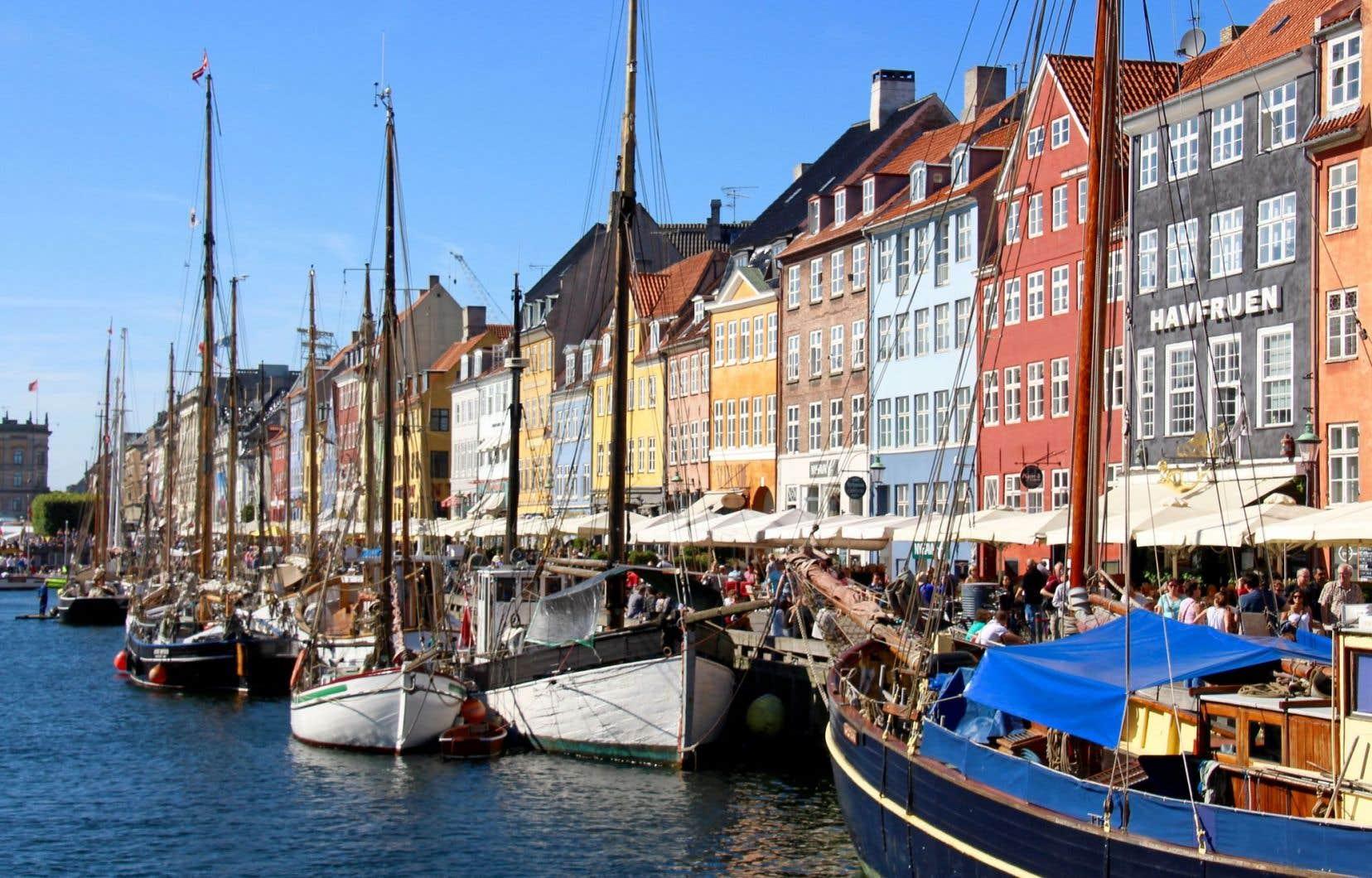 Copenhague séduit les visiteurs grâce à ses riches patrimoines royal et maritime, de même que par ses initiatives d'avant-garde.