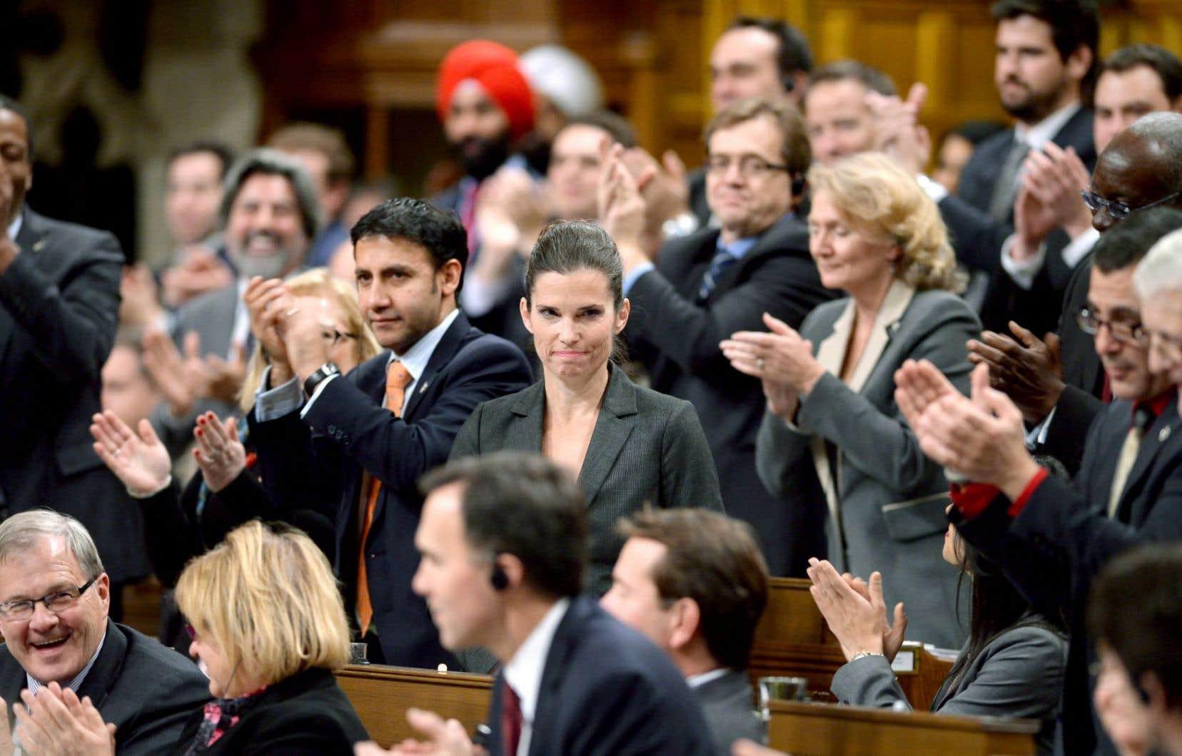 La ministre Kirsty Duncan, applaudie par ses collègues libéraux en décembre dernier