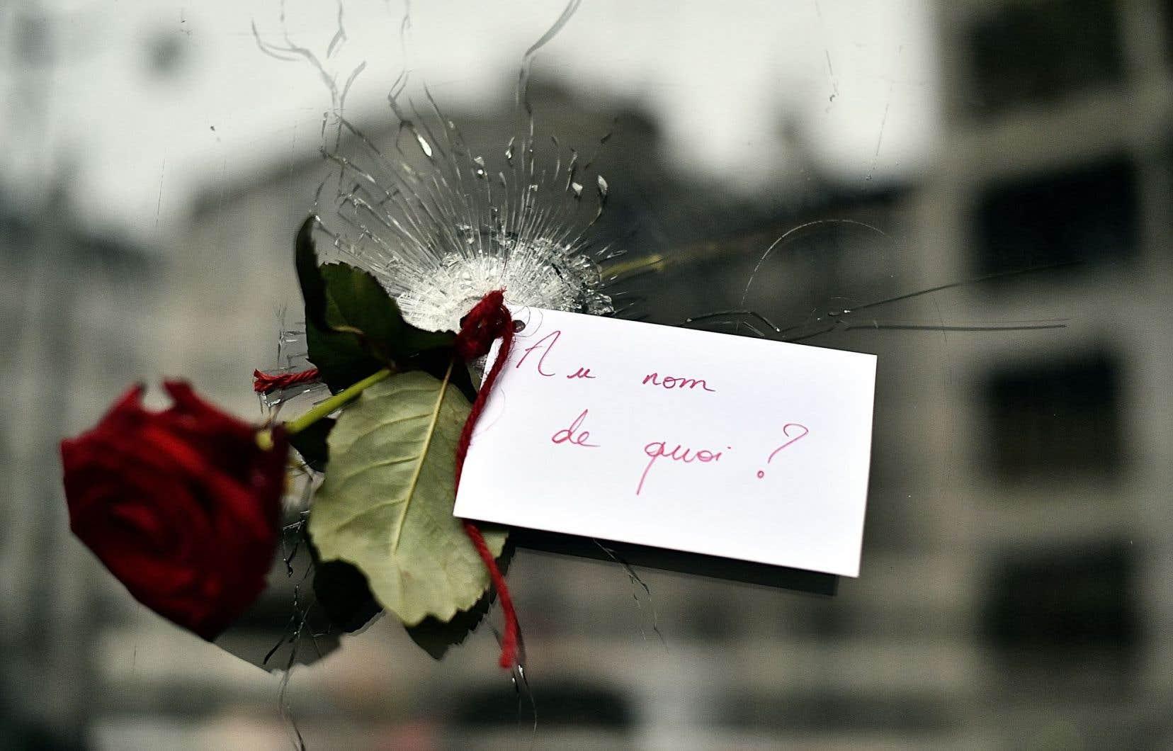 «Au nom de quoi?» lisait-on sur une carte suivant les attentats de novembre dernier à Paris.
