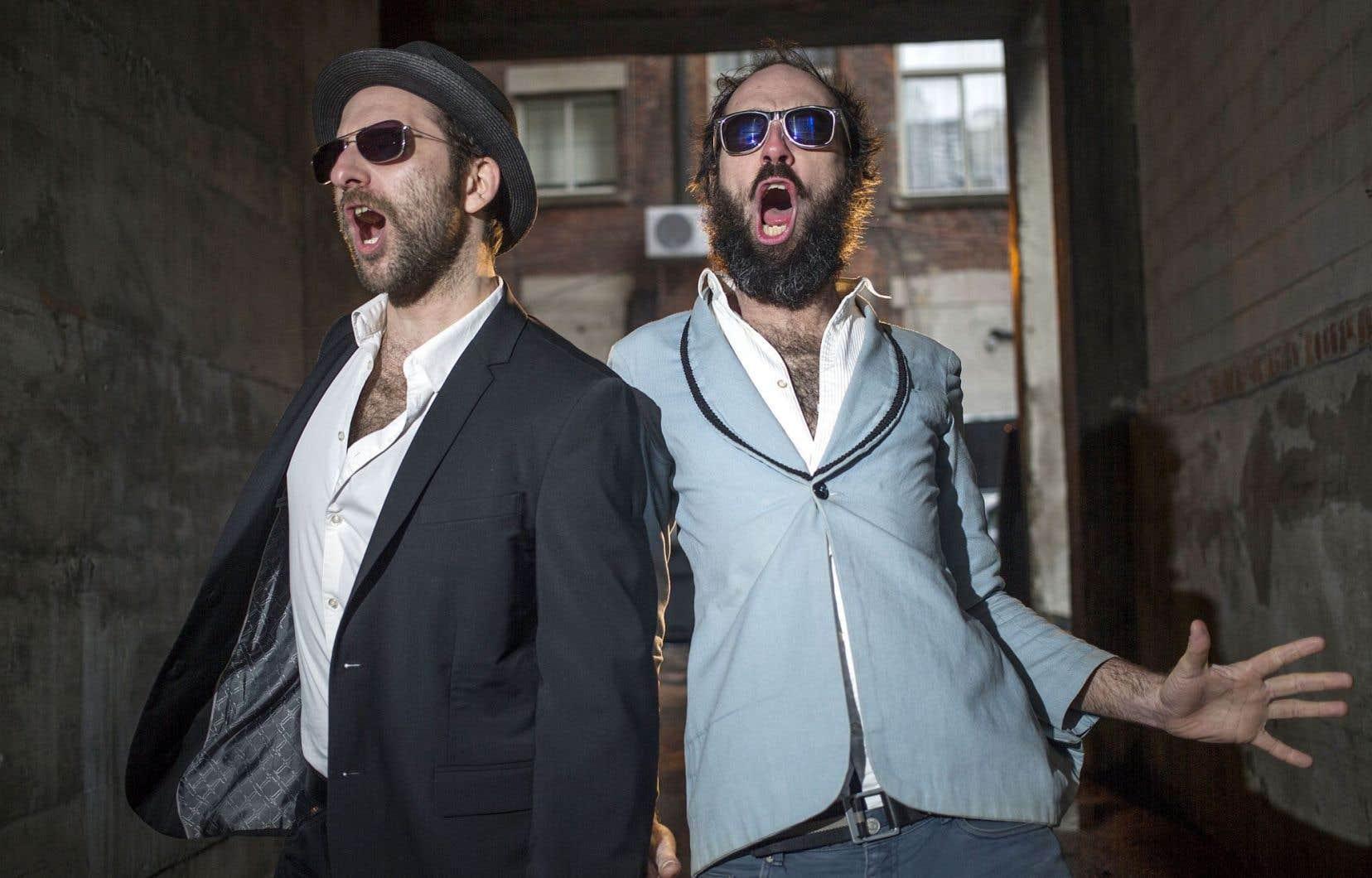 Sèxe Illégal dans toute sa splendeur: Tony Légal (Philippe Cigna) et Paul Sèxe (Mathieu Séguin)