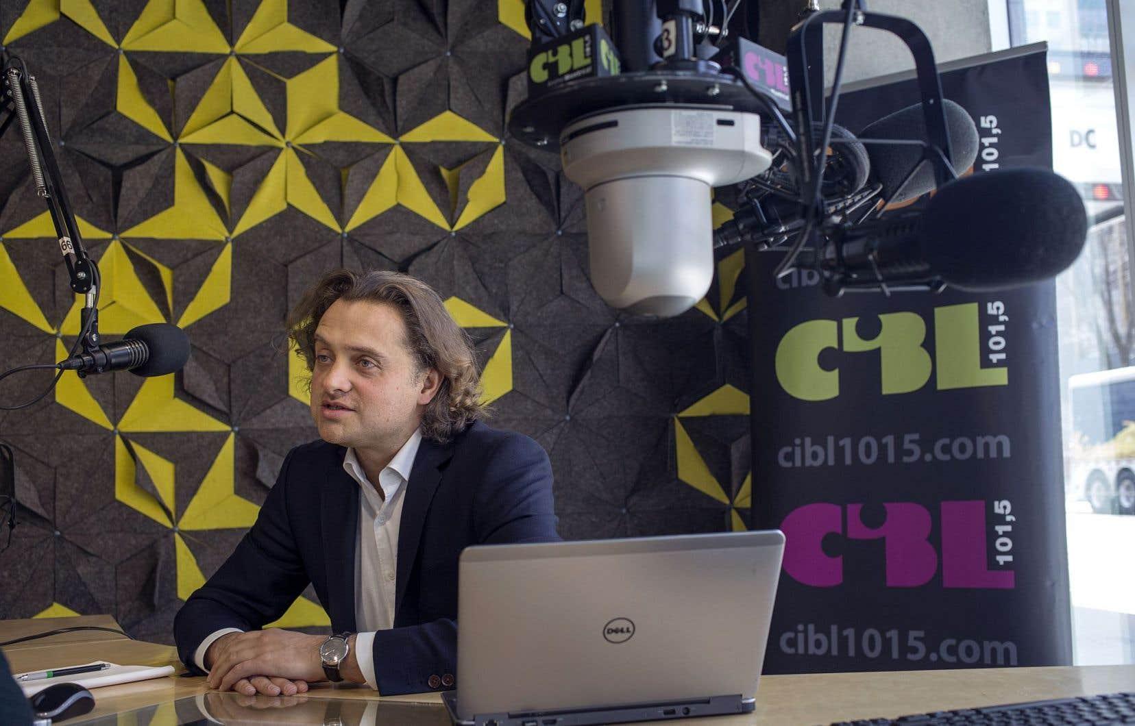 Arnaud Larsonneur vient de prendre la barre de CIBL-FM.