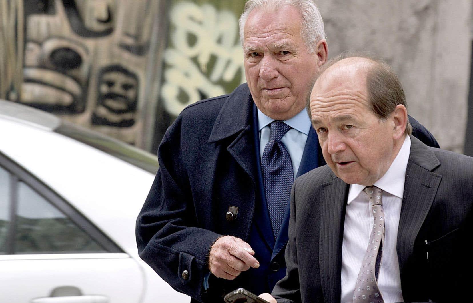 Bernard Trépanier (à gauche) et son avocat, Daniel Rock, avant la comparution du premier à la Commission Charbonneau